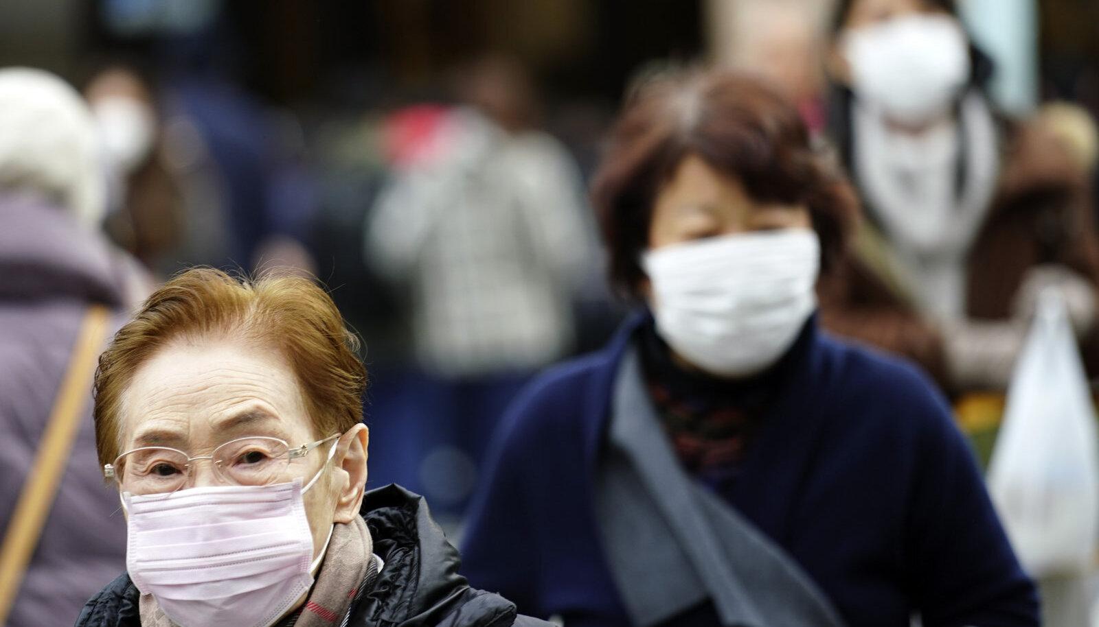 Kaitsemaskidega inimesed Jaapanis