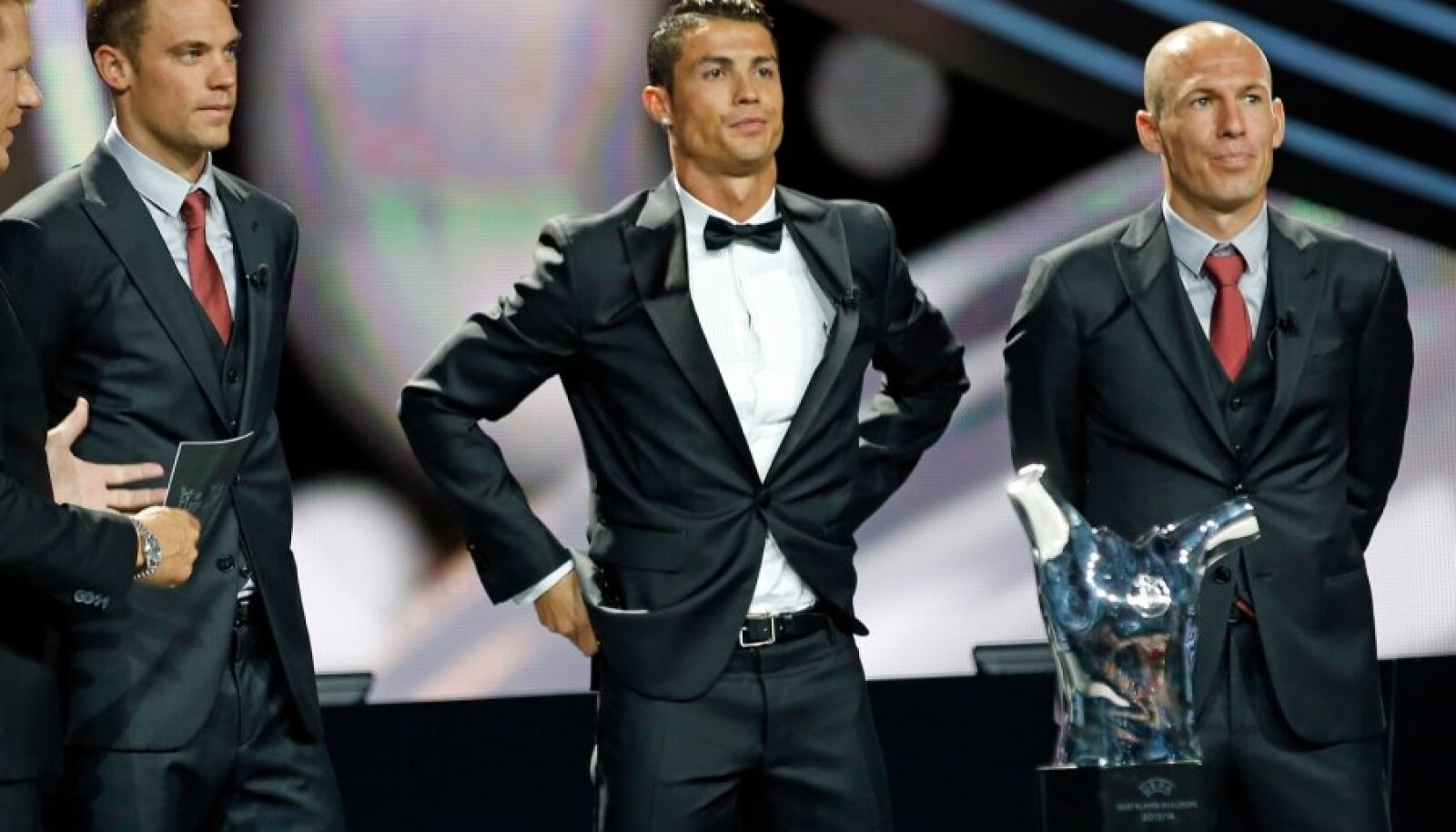Real Madrid's Cristiano Ronaldo is seen with Bayern Munich's Manuel Neuer and Arjen Robben before receiving his Best Player UEFA 2014 Award during the draw ceremony for the 2014/2015 Champions League soccer competition