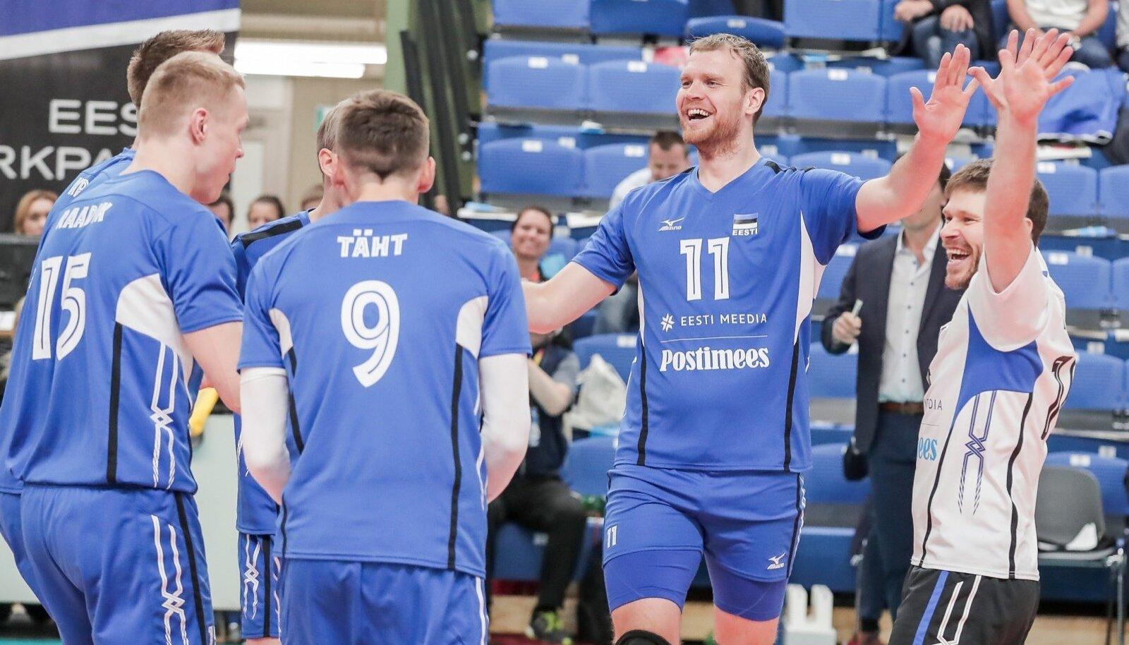 Eesti võrkpallikoondis alustas Kalevi spordihallis toimuvat MM-valiksarja 3:1 (25:15, 25:21, 22:25, 25:16) võiduga Rumeenia üle.