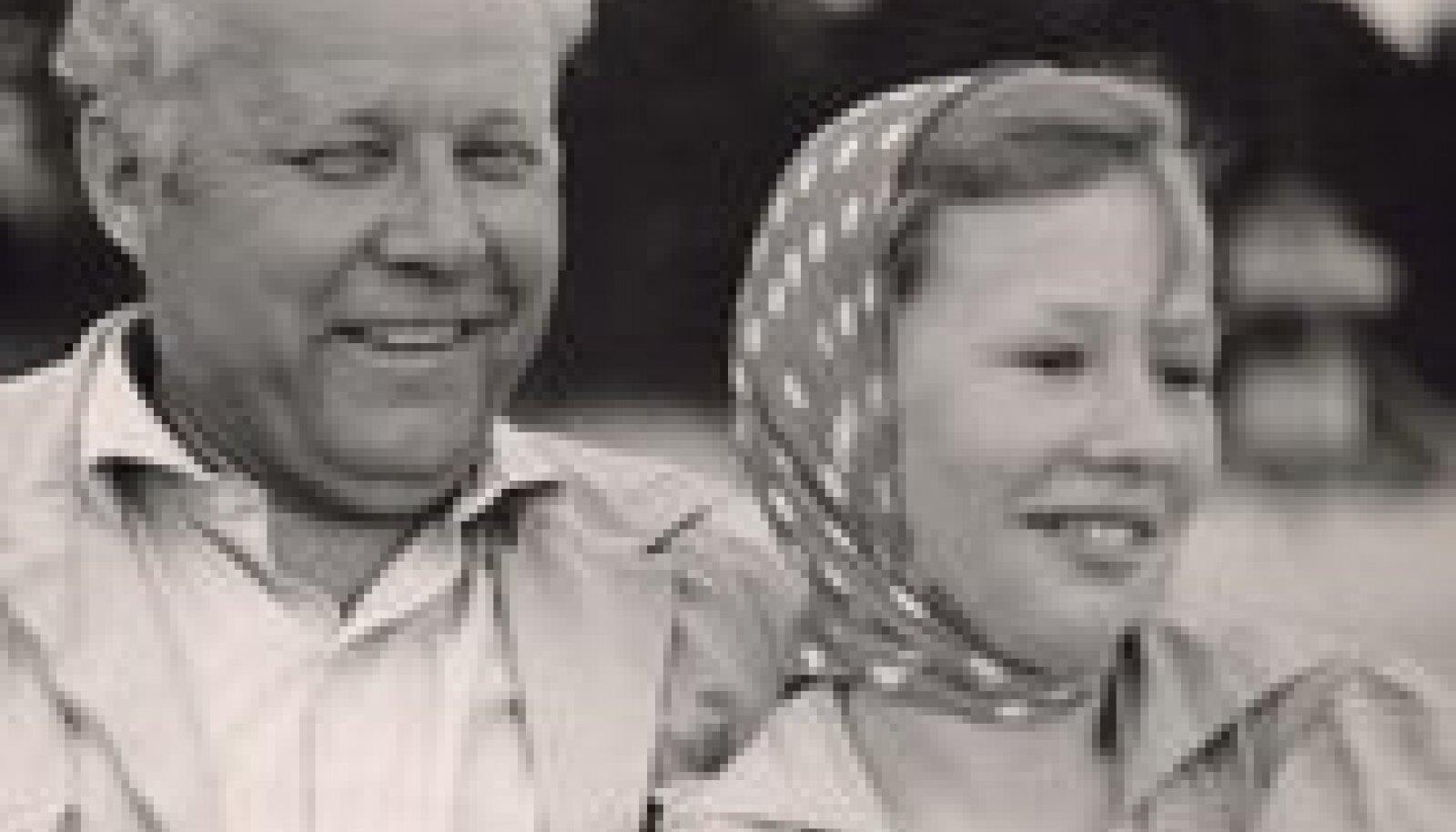 Isa ja tütar: Artur Rinne  oma tütre Mallikaga.  Koos reisisid nad  läbi kogu Eesti.