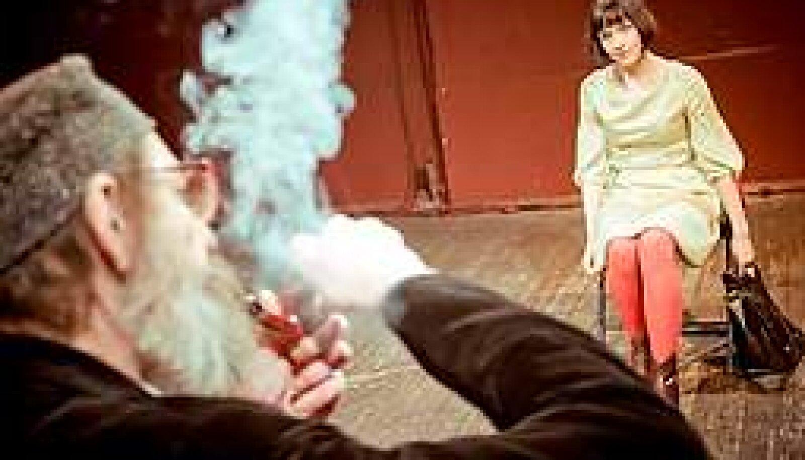 KOLM ÜHES: Laura Peterson, Antigone ja Teatriteadlane. Kokkuvõttes märksa teatraalsem segu kui teater ise. Tartu Uus Teater