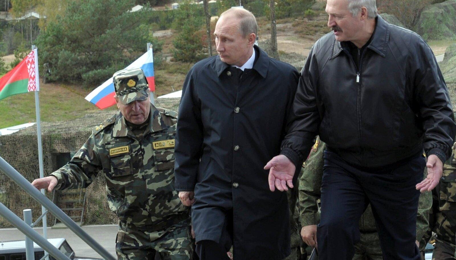 Vladimir Putin ja Aleksandr Lukašenko Zapad 2013 ajal