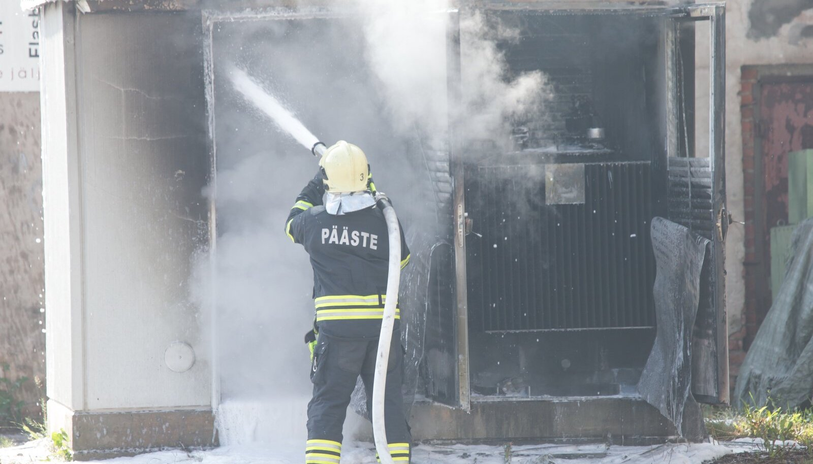 Põleng alajaamas on ka päästjatele äärmiselt keeruline ja enne veejoa tule peale suunamist tuleb saada kirjalik luba.