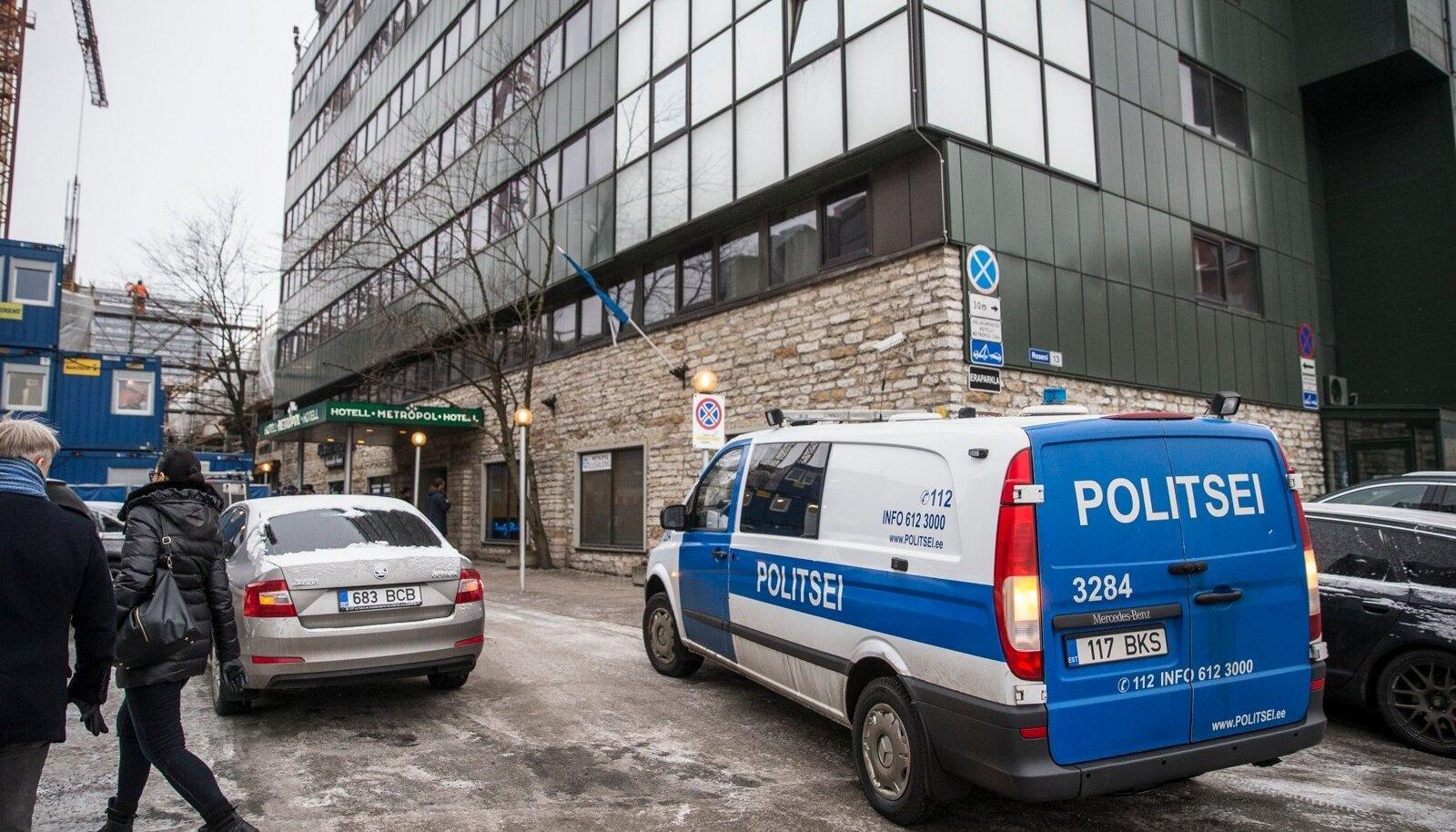 Eesti Päevalehe andmetel veetis Metropoli hotellis eile aega organiseeritud kuritegevuse maailmas hästi tuntud Ahmediga seotud seltskond.