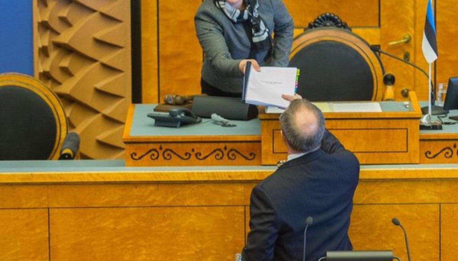 President Ilves annab Riigikogus üle Rahvakogu ettepanekud