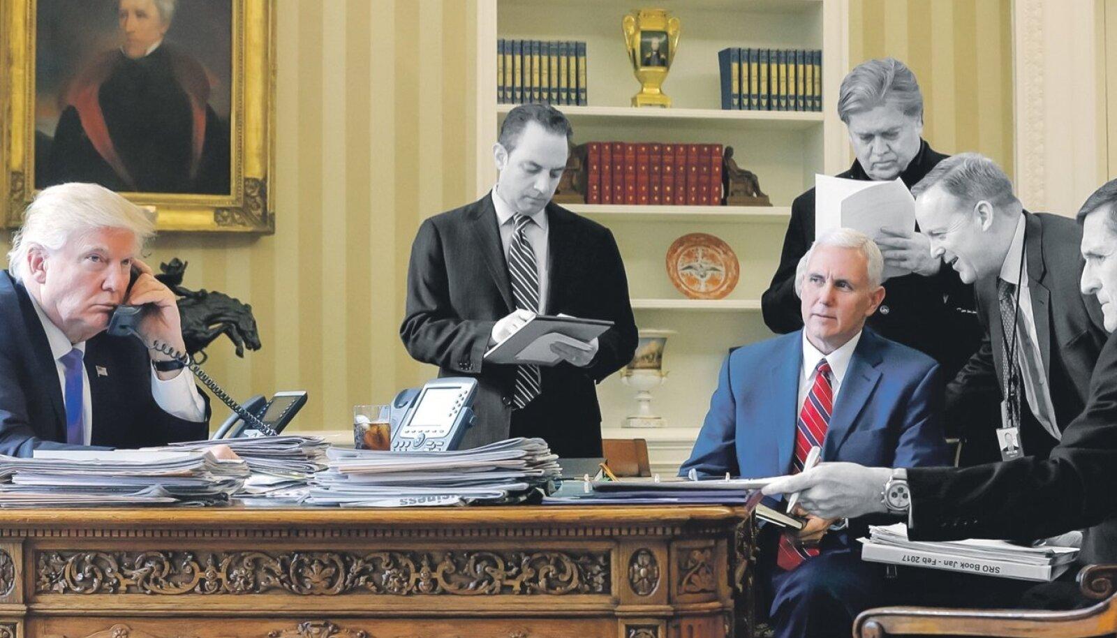 28. jaanuar. Trumpi vestlust Putiniga kuulavad administratsiooni juht Reince Priebus (vallandati 28.07), peastrateeg Steve Bannon (18.08), asepresident Mike Pence (istub), pressisekretär Sean Spicer (21.07) ja julgeolekunõunik Michael Flynn (13.02).