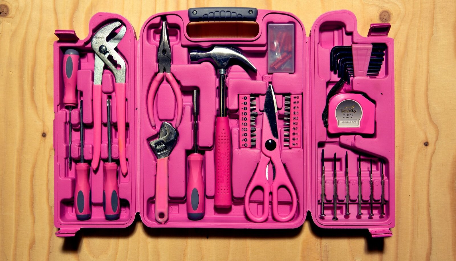 Foto 1. Lihtne tööriistakohver korteriomaniku jaoks.