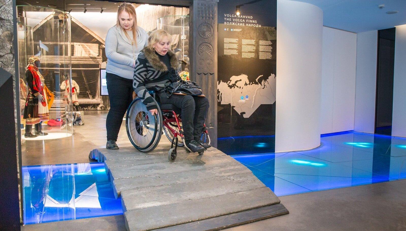 Liikumispuudega inimesed Eesti Rahva Muuseumis