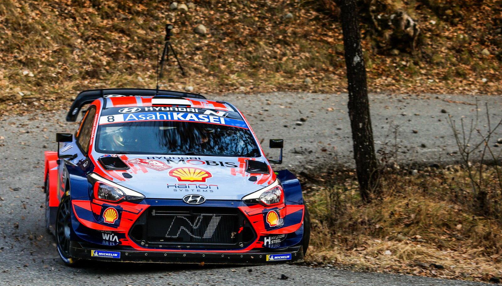 Ott Tänak ja Martin Järveoja Hyundai roolis.