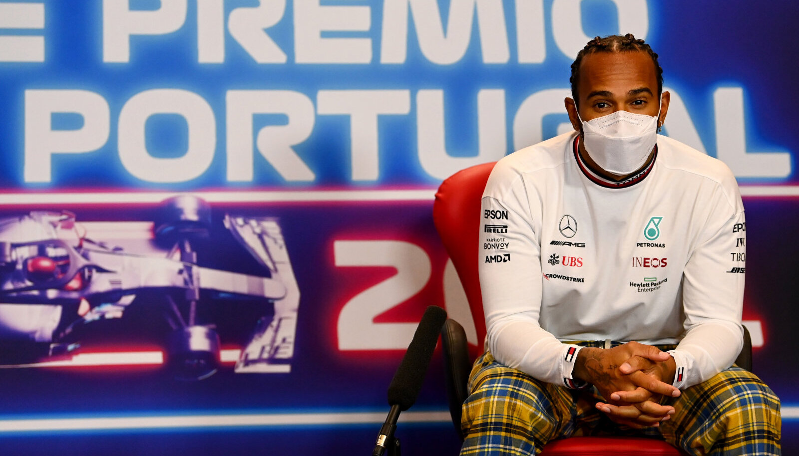 Lewis Hamilton Portugalis pressikonverentsil.