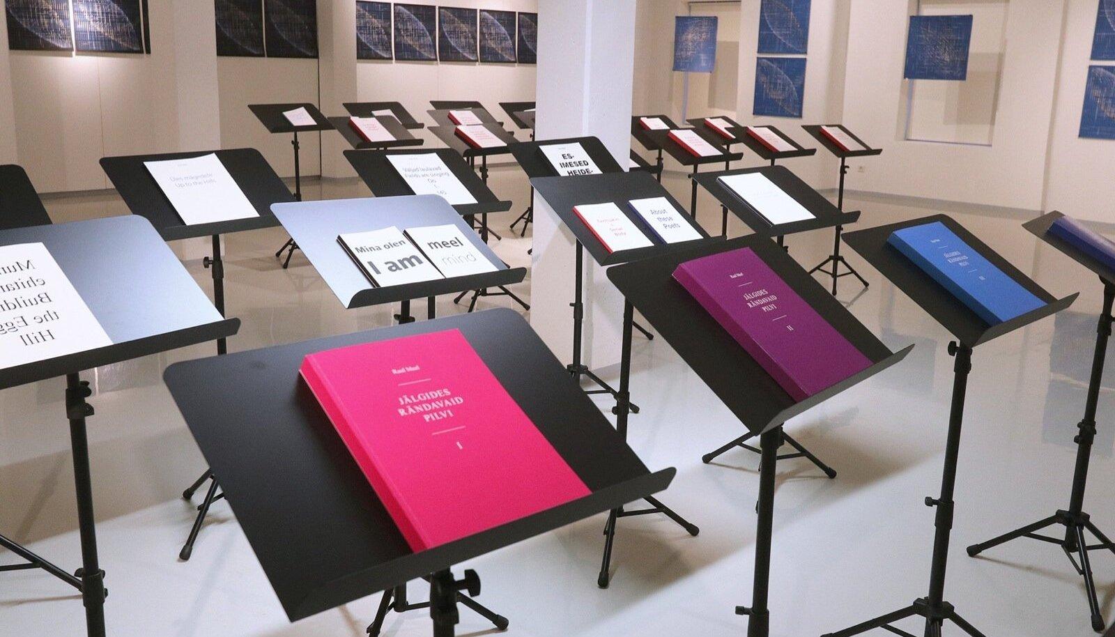 """Noodipuldid, mille peal on eri sisuga raamatud, kutsuvad osalema """"Grand Concerti"""" eelproovis – kokku 46 raamatut eesti, vene, saksa, soome, portugali ja teistes keeltes."""