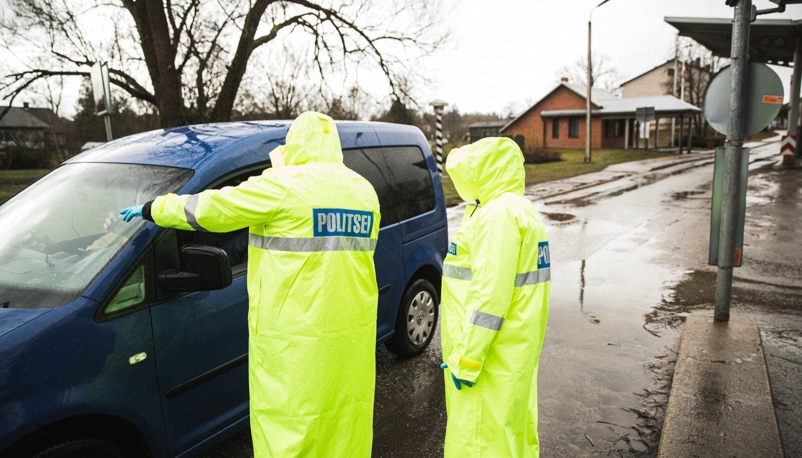 """""""Loomulikult on aga politsei esmane ülesanne inimestega vestelda ja piirangute vajalikkust selgitada,"""" ütles Trei."""