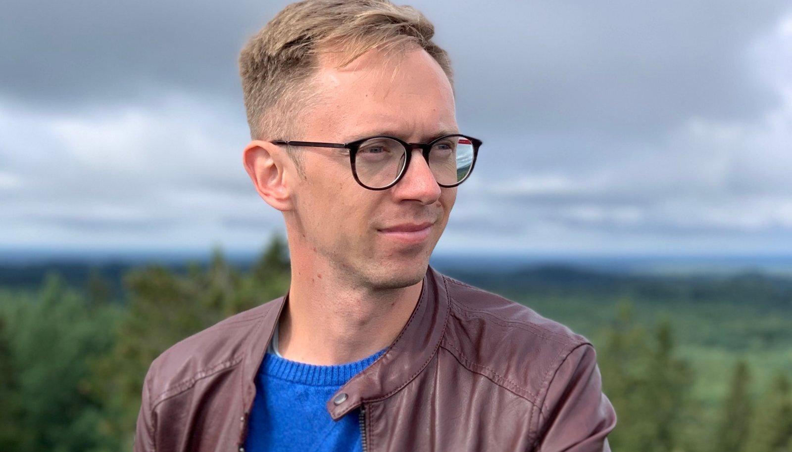 Hans Lõugas on tehnoloogiakommentaator ja endine ajakirjanik. Ta töötab küberturvalisuse ettevõttes CybExer.