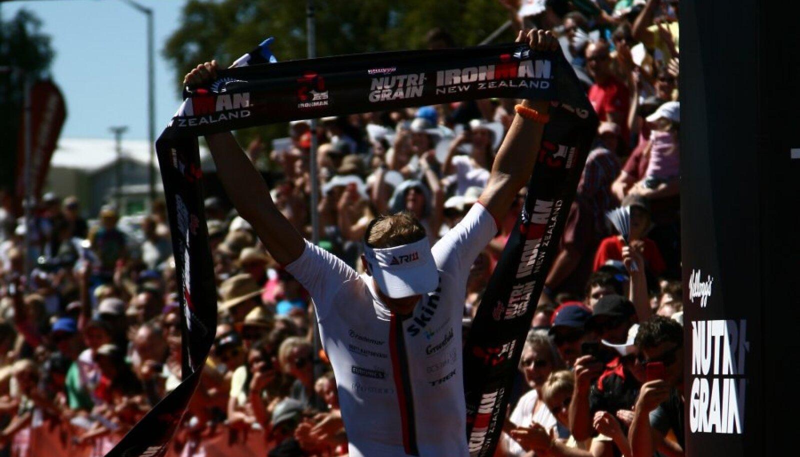 Marko Albert Uus-Meremaa triatloni finišis