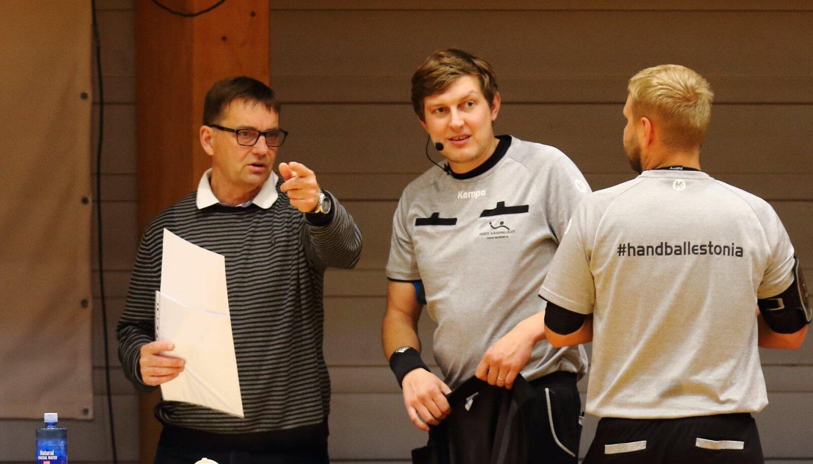 Kalev Ventsli (vasakul) toimetab Euroopas delegaadina juba 17. hooaega ning kutsub noori üles kohtunikukarjäärile mõtlema.