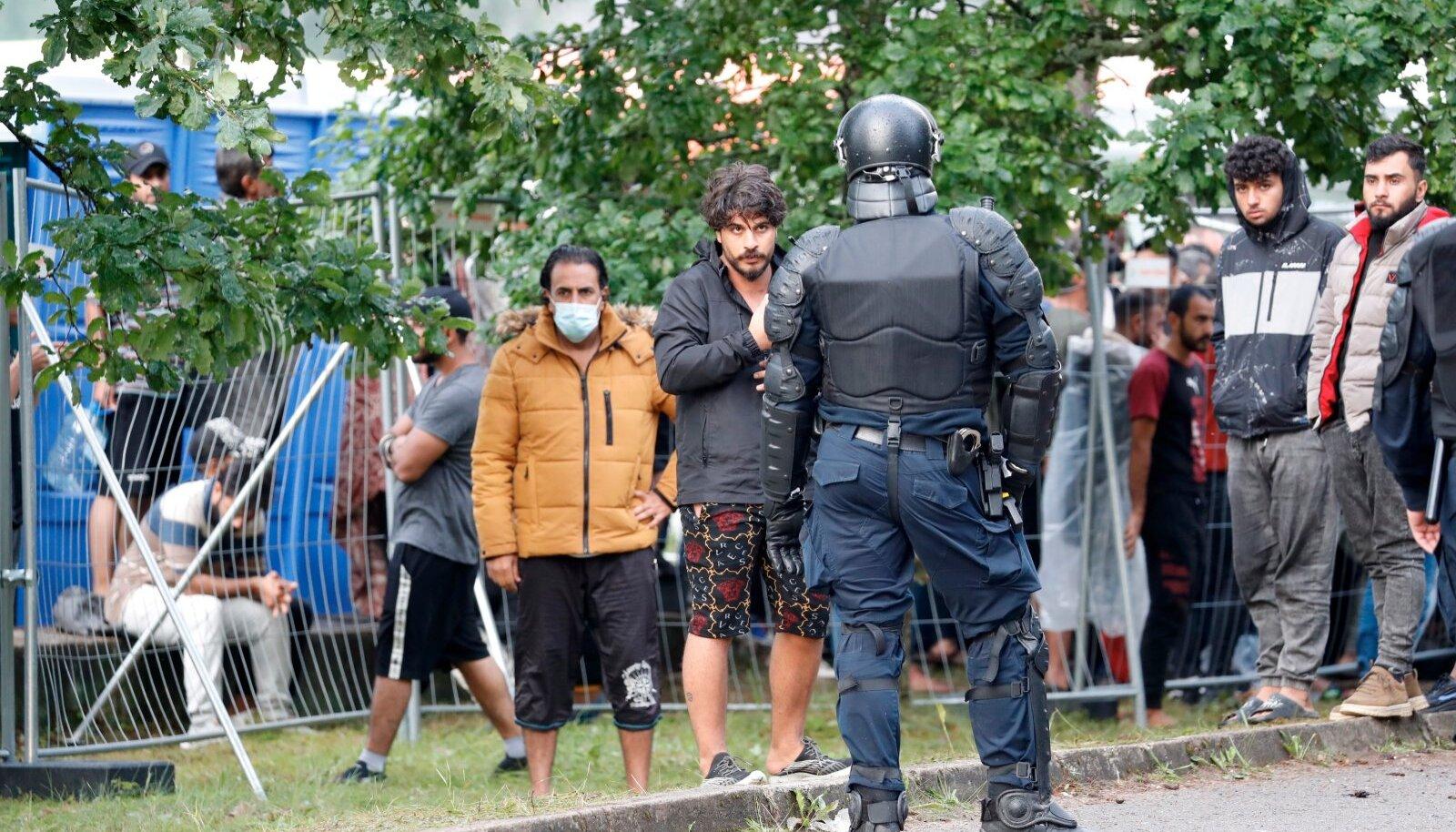Elamistingimustega rahulolematute migrantide vaos hoidmiseks tuleb Leedul kasutada ka märulipolitseinikke.