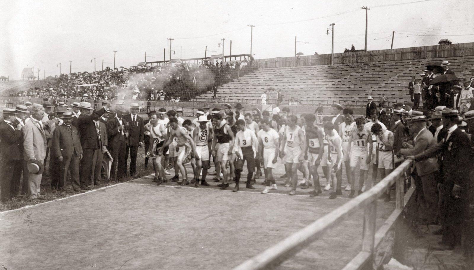 LÄKSIME! St. Louisi olümpiamängude maratonijooksu stardipauk.