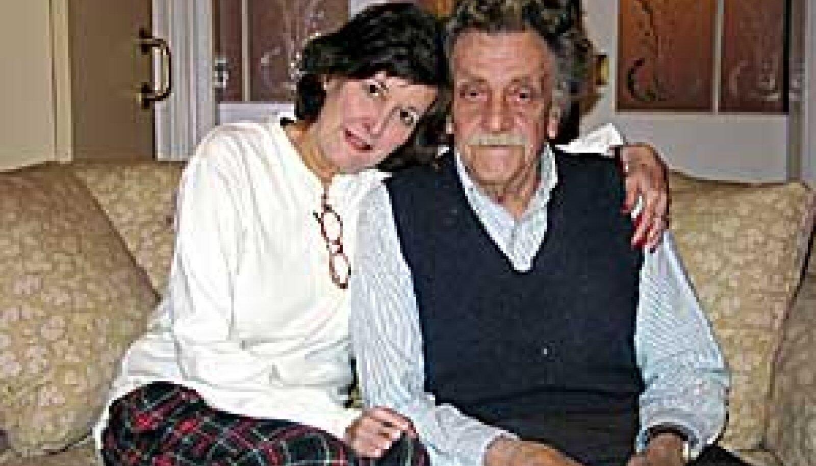 Vonnegut ja tema teine naine: Fotograaf Jill Krementziga (63) on Vonnegut abielus alates 1979. aastast. Tauno Vahter