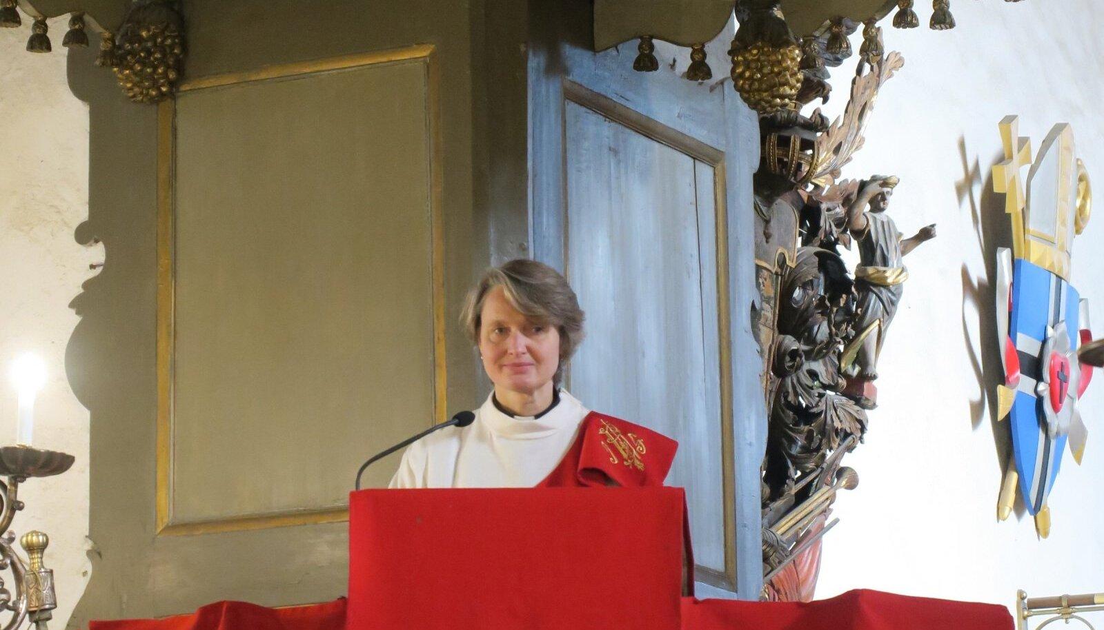 Katri Aaslav-Tepandi ordineeriti Toomkirikus pastoriks usupuhastuspühal ehk 31. oktoobril. Koos temaga pühitseti Eesti luteri kiriku peakirikus ametisse veel kaks uut pastorit.