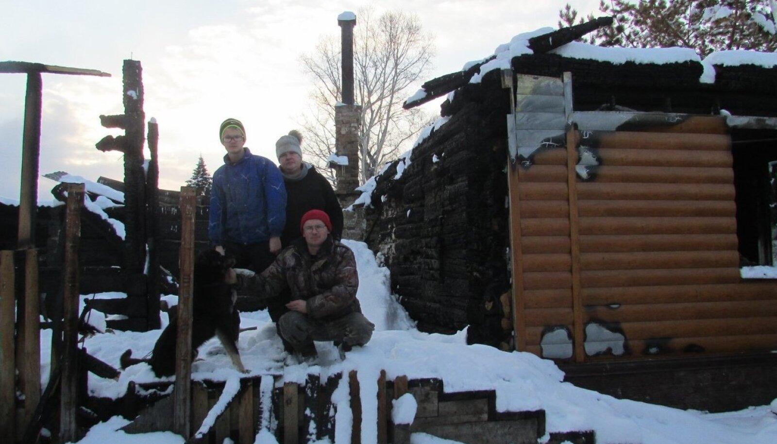 Siberis elava eesti keele ja kultuuri õpetaja peret tabas tragöödia ning nende kodu põles maha.