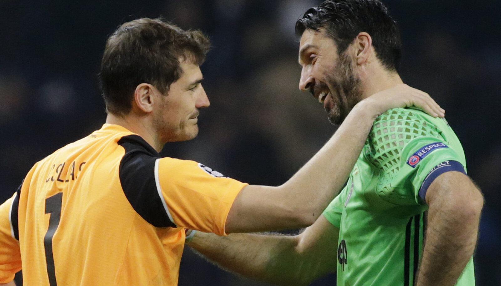 Iker Casillas ja Gianluigi Buffon kandideerivad kõigi aegade unistuste meeskonnas väravavahi kohale.