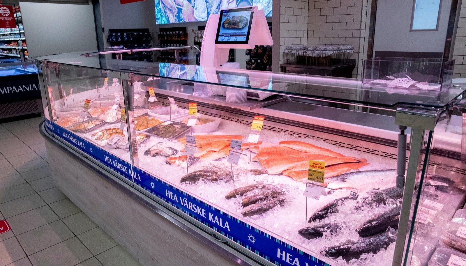 Selveri kalalett. Kauplus kinnitas, et kalatoodete müük on taastunud, ent M.V.Wool pole veel endisele tasemele jõudnud.