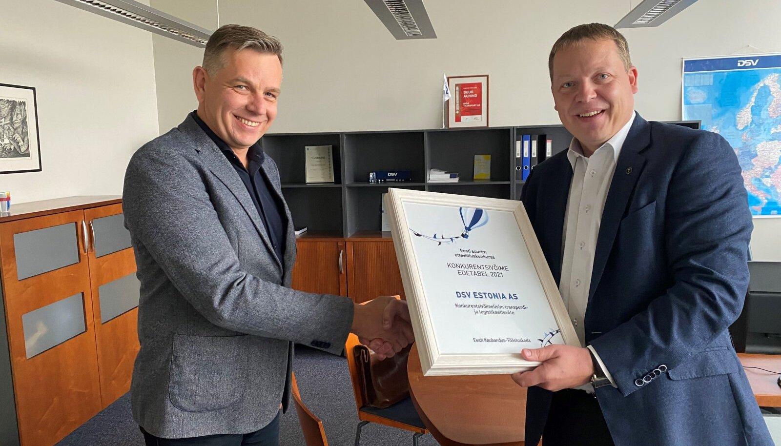 DSV Estonia – konkurentsivõimelisim transpordi- ja logistikaettevõte 2021. Pildil: Alvar Tõruke ja Mait Palts
