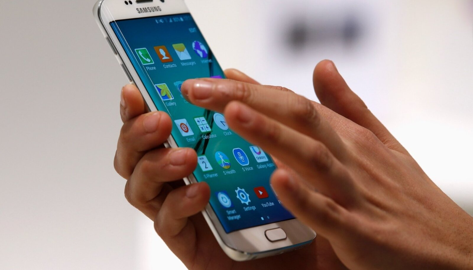 A hostess displays the new Samsung Galaxy S6 Edge smartphone during the Mobile World Congress in Barcelona