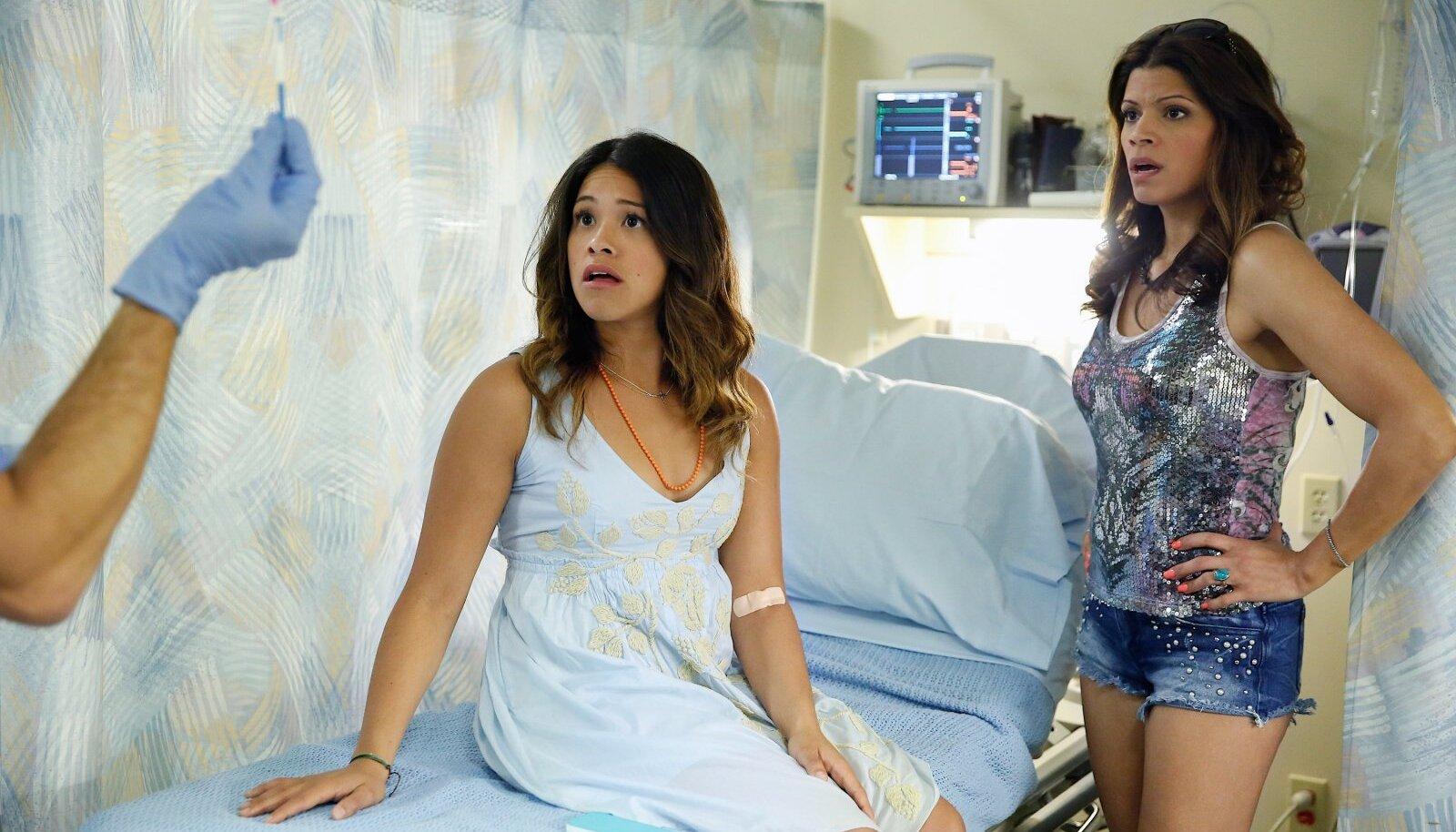 """SEEBIKAS: Auhinnatud telenovela """"Jane the Virgin"""" nimikangelane Jane koos ema Xiomaraga. Mõlemad on tublilt progressiivsed."""