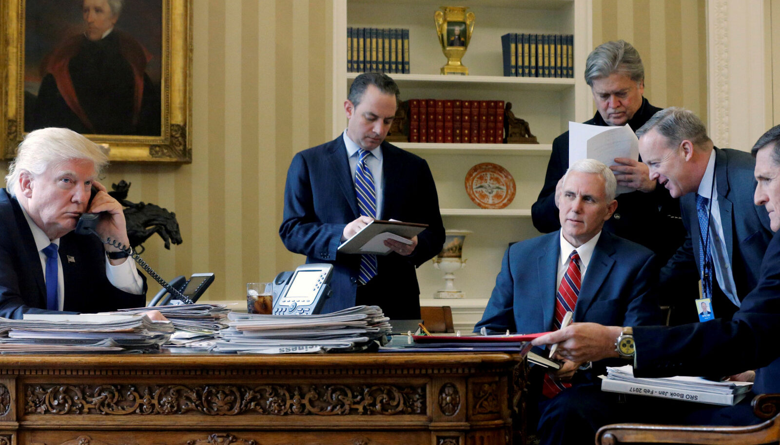 Trumpi nõustajad tema ametiaja alguses, leia pildilt Bannon ja Flynn