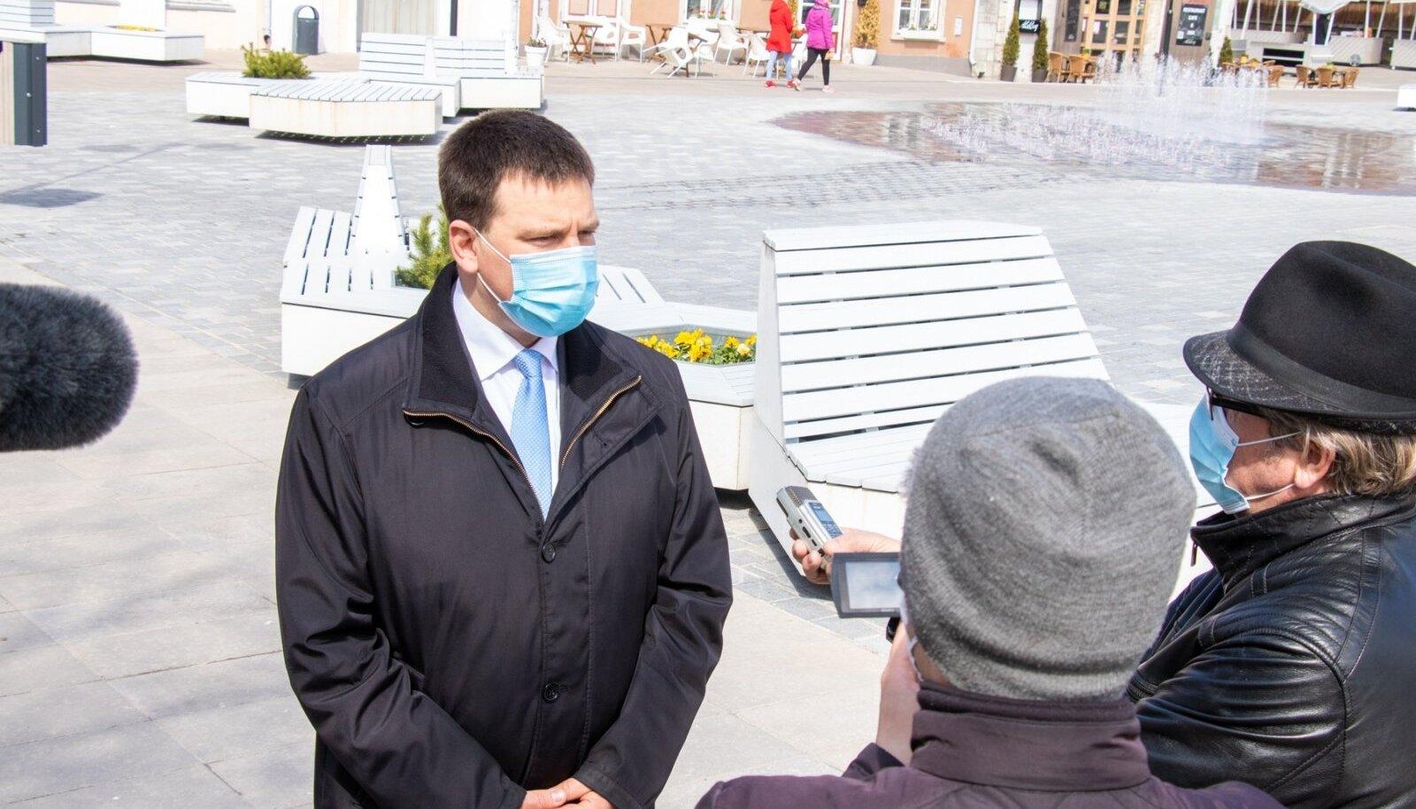 Jüri Ratas Kuressaares, Saaremaal, Muhus