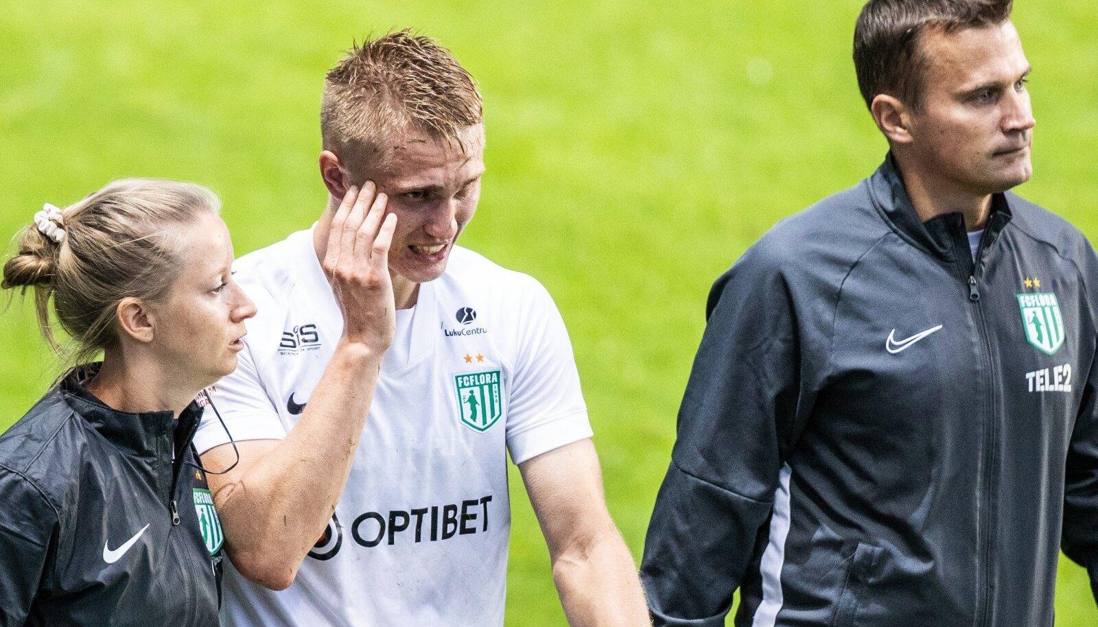 Henrik Pürg eelmisel neljapäeval väljakult lahkumas.