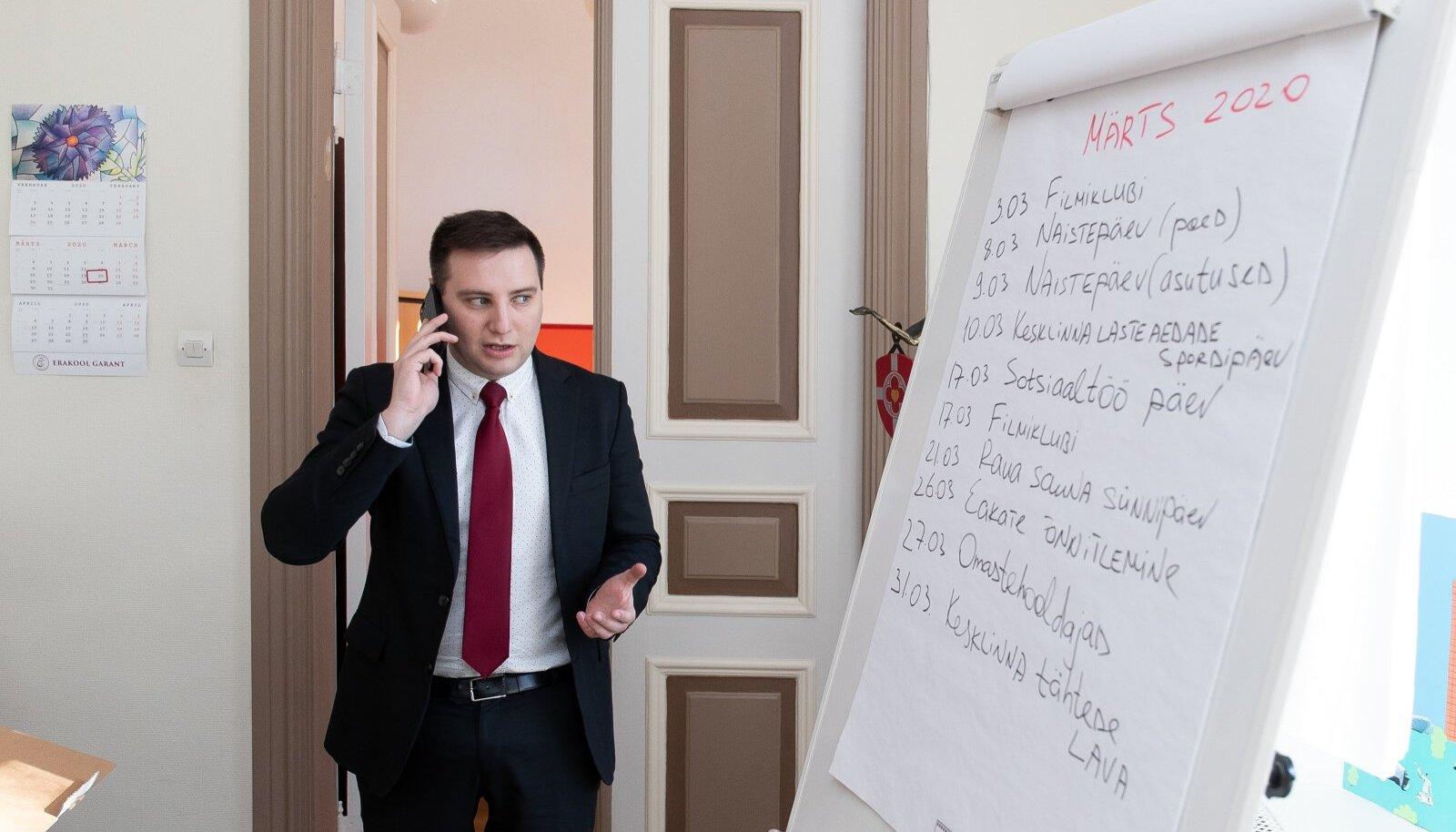 KOGUAEG TEAVITAME: Lasnamäe linnaosavanem Vladimir Svet kinnitab, et linnaosavalitsus on teinud inimeste vaktsineerima ärgitamisel head tööd.