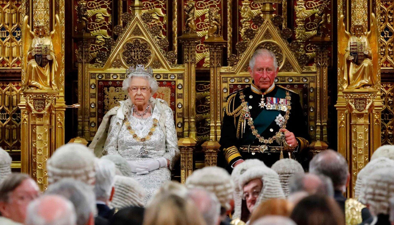 Elizabethi järel saaks riigipeaks prints Charles (paremal).