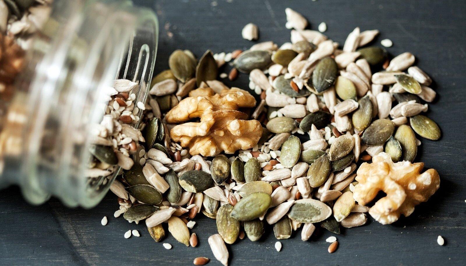 Pähklid ja seemned mõjuvad seedimisele ergutavalt, puhastavad soolestikku ning laevad keha pikaks ajaks energiaga.