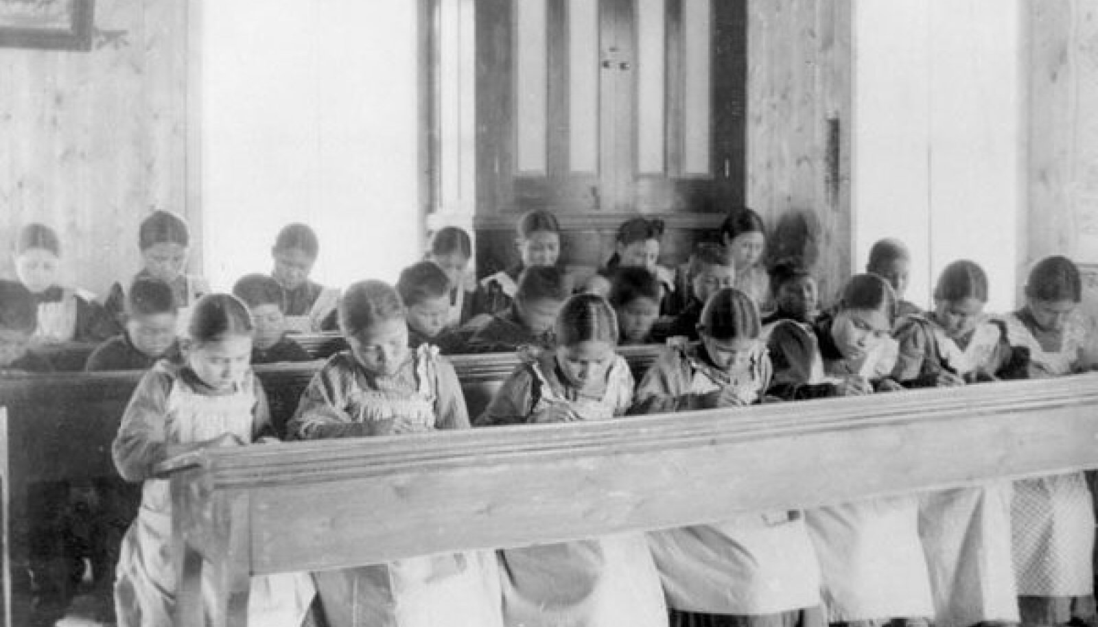 Dateerimata foto Kanada Fort Resolutioni katoliku internaatkooli tunnist