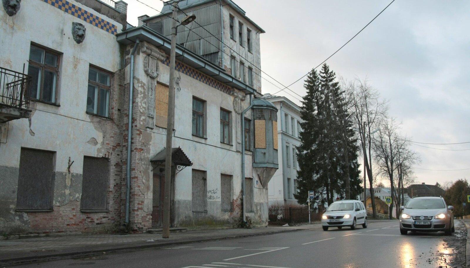 Mullu kirjutas Eesti Päevaleht Valga plaanist rajada kesklinna lagunevatesse, ent arhitektuuriväärtusega majadesse üürikorterid. Värske uuring näitab, et inimesed oleksid valmis üürikorterites elama küll.