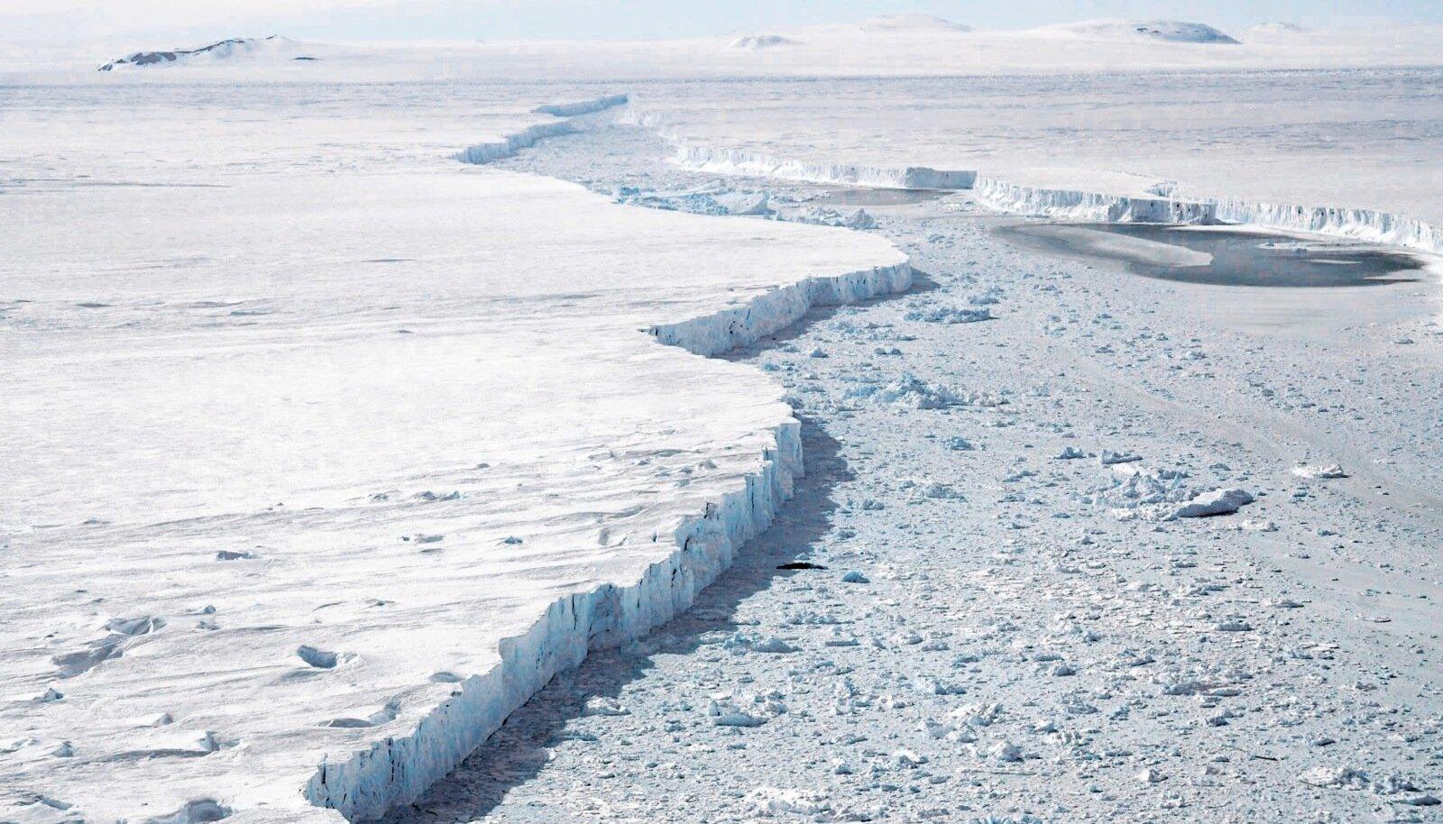 Teadlaste hinnangul on kõige suuremad keskkonnaprobleemid jääd puudutavad. Ka nende välja toodud üheksast murdepunktist koguni neli on otseselt jää sulamisega seotud. Fotol Pine Islandi liustik, üks kiireimini sulavaid liustikke maailmas.