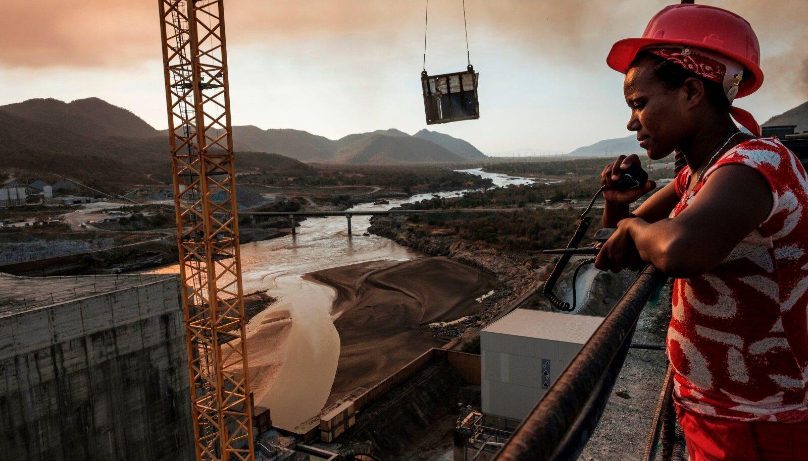 ETIOOPIA RENESSANSS: Hiigeltammi abil saab lõpuks elektri iga viimane kui etiooplane.