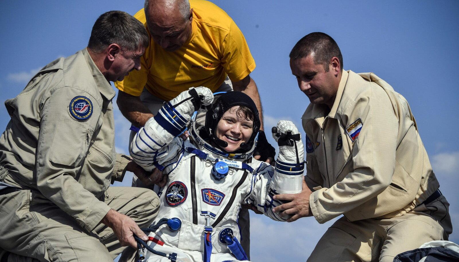 Anne McClain (skafandris) on esimene inimene, keda süüdistatakse kosmoses toime pandud kuriteos.