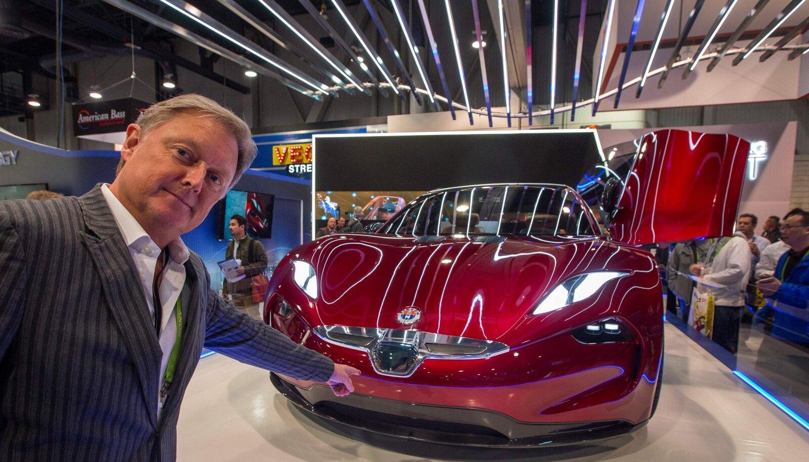 Henrik Fisker 2018. aastal CESi näitusel esitlemas tänasest Fisker Inc. toodangust hoopis erinevat elektriauto kontseptsiooni.
