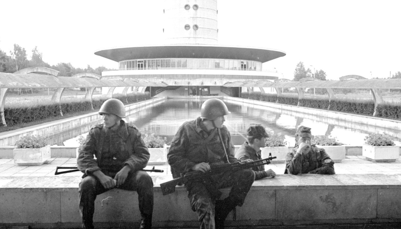 Pihkva sõjaväelased augustis 1991 teletorni juures