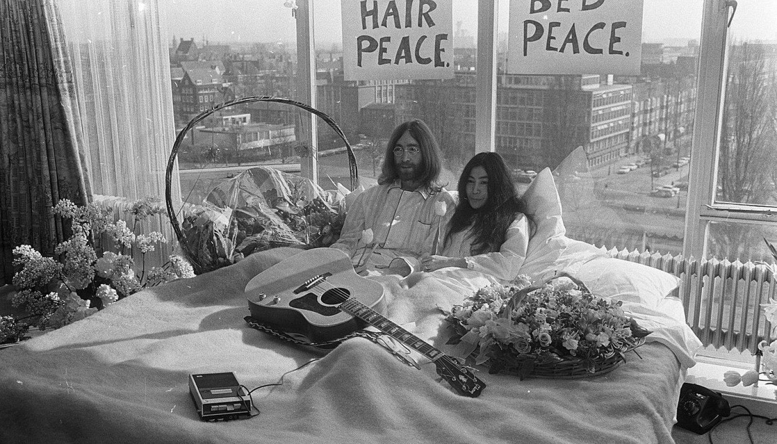 RAHUVOODI: John Lennon ja Yoko Ono korraldasid 1969. aastal nii Hiltoni hotellis Amsterdamis kui Queen Elizabeth hotellis Montrealis rahuprotesti, mille käigus veedeti kuus päeva hotelli sviidis ja räägiti avalikkusele maailmarahust.