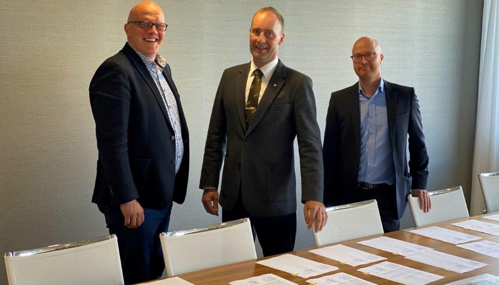 Enefit Greeni juhatuse esimees Aavo Kärmas (vasakult), Metsähallituse kinnisvara arendamise üksuse juht Tuomas Hallenberg ja Metsähallituse tuuleenergia juht Otto Swanljung.