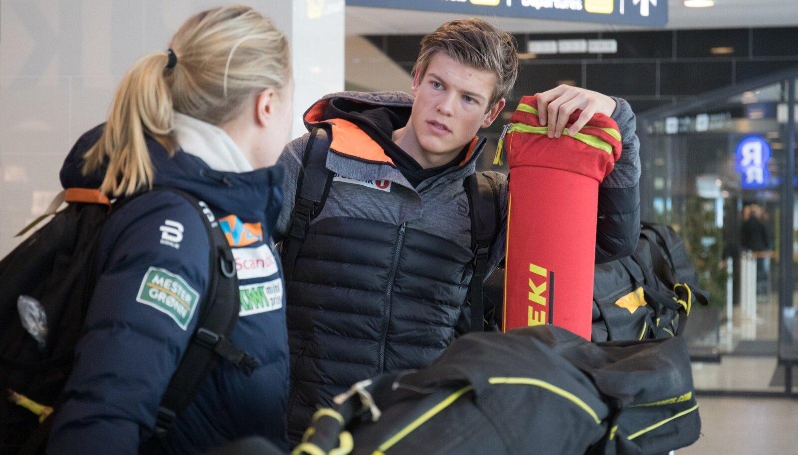 Norra suusastaarid Tallinna lennujaamas. Johannes Hoesflot Klaebo