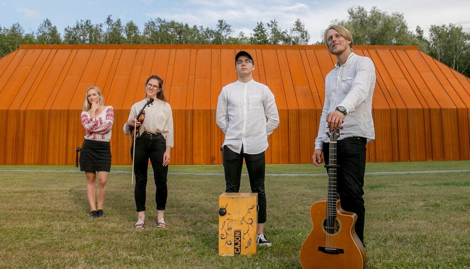 SüRR-i liikmed on kindlad, et bänd jääb tegutsema ka pärast Viljandi festivali.