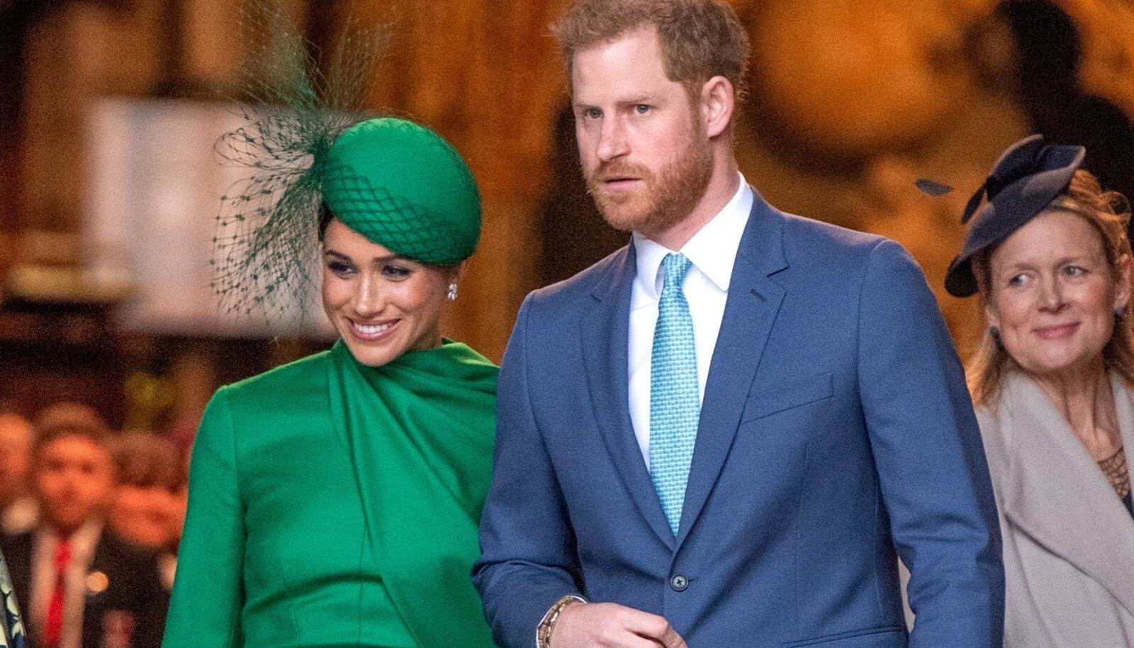 PRINTS, KES ENAM EI NAERATA Harry muutus viimasel aastal Meghani kõrval tõsiseks - naeratus kadus tema suult sootuks. Kui Harry Westminster Abbeysse jõudes autost väljus, soovitas Meghan tal naeratada, kuid Hollywoodi näitlejal tuli halva mängu juures hea näo tegemine paremini välja.