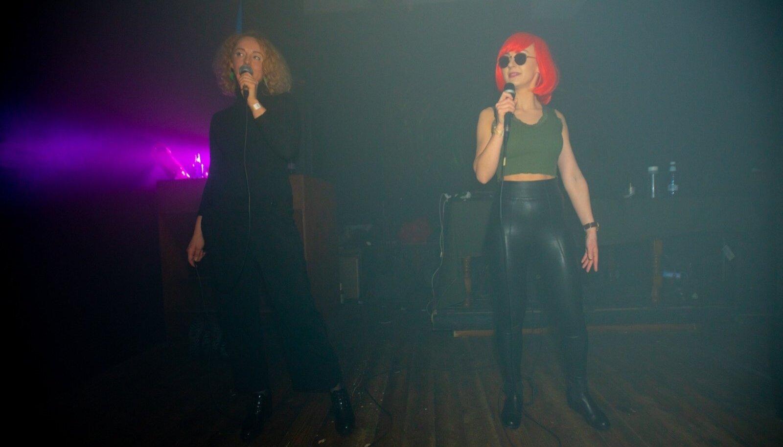 ESIMESEL LIVE'IL: HEKDÏKu karjääri esimene kontsert toimus alles 16. märtsil, üritustesarja Lil Pidu raames klubis Kolm.