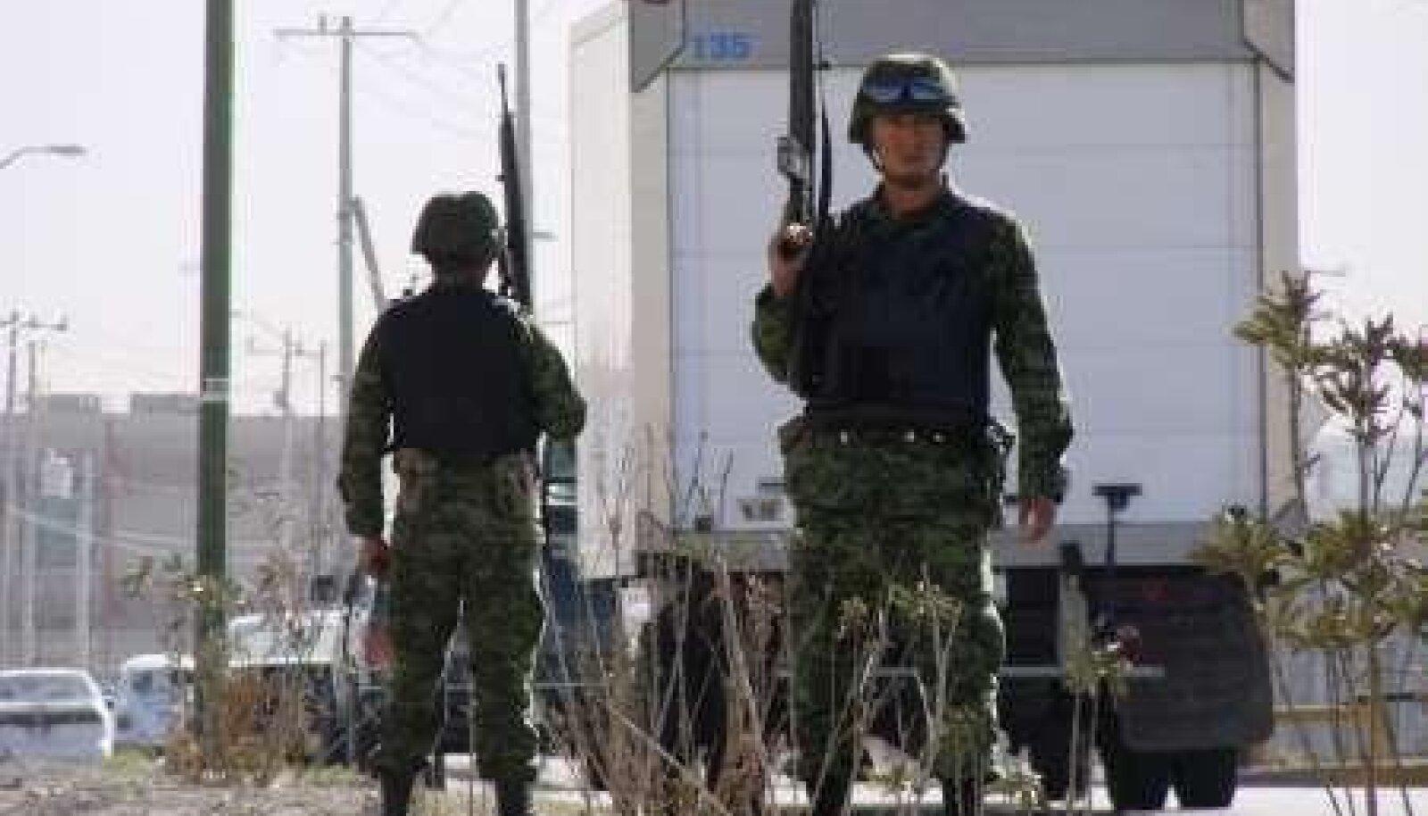 Mehhiko sõdurid Ciudad Juarezis korda loomas