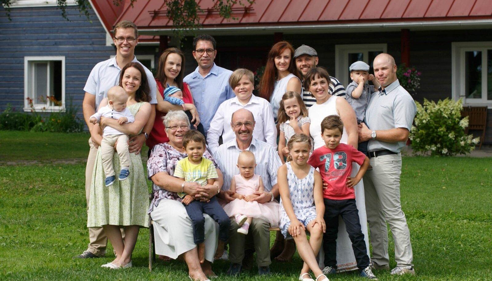 Kullide suur pere.